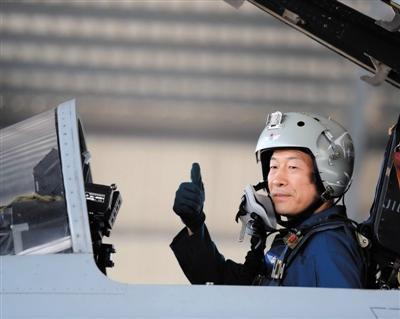 空军少将驾机领队参阅:起飞保持米秒不差