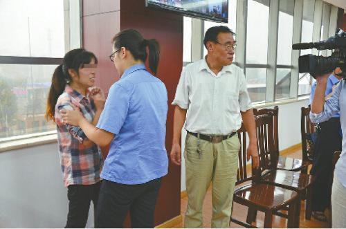 济南的姐被劫匪捅10刀后沉河 漂浮40分钟后被救起