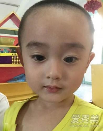 小男孩撞脸赵丽颖:大眼包子脸神相似
