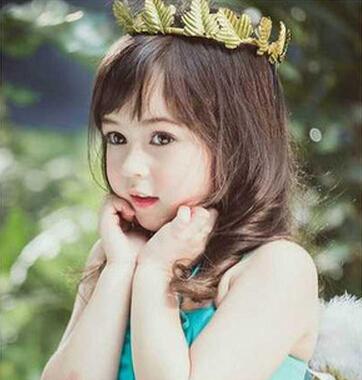 Jirada Moran是一位泰美混血小萝莉,和哥哥一起成为了泰国2014年十大童星之一。Cristina  韩国与西班牙的混血气质女孩儿,天生就有着一张洋娃娃般甜美的样貌,在韩国被誉为是金泰熙的美貌继承人,也是韩国综艺节目《彩虹幼稚园》的固定小演员。