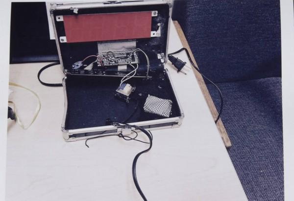 男孩带了一个自制闹钟回学校被拘捕(高清组图)
