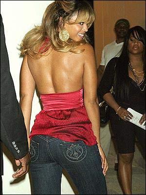 牛仔短裤臀美女相关图片展示