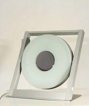 简单轻便的铝合金支架上,酷似光碟的灯管自由旋转,一体的银色外壳图片