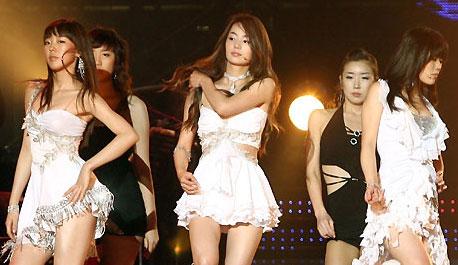 组图:韩国女星直播现场露点