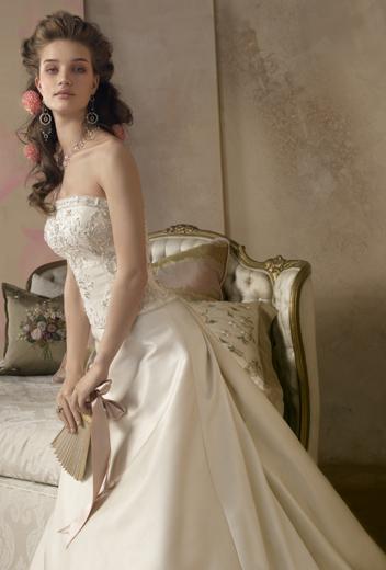 2007春夏新款婚纱 呈现高贵典雅[组图]