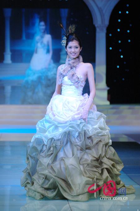 为2007中国国际婚博会的开幕秀,中国十佳服装设计师之一的蔡美月