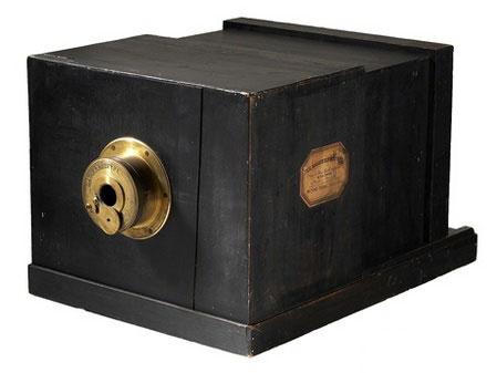 全球最古老相机拍出80万美元图片