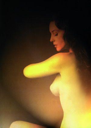 拥有电影女明星般的性感美胸组图