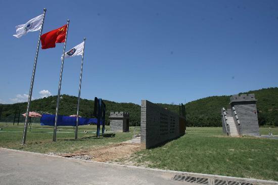 这些靶房用灰砖砌筑而成,是飞碟靶场的设计亮点.