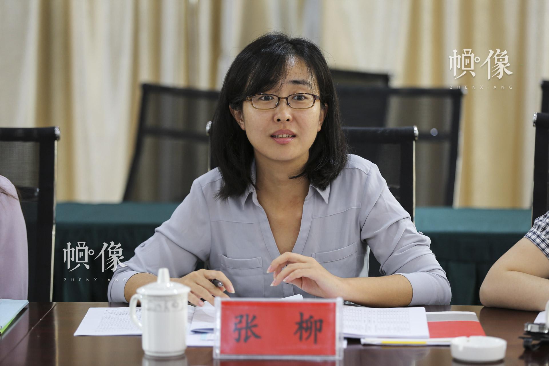 2017年9月11日,贵州省安龙县,北京师范大学中国公益研究院副主任张柳对黔西南州安龙县儿童快乐家园项目做评估报告。中国网记者 黄富友 摄
