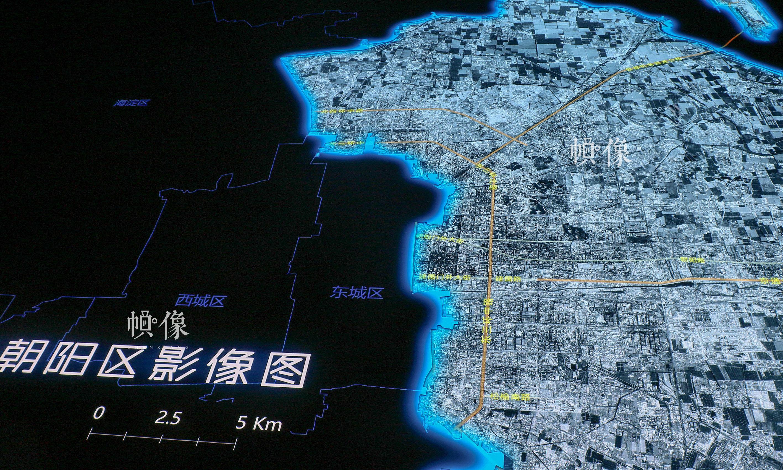 """""""数字沙盘""""所展示的朝阳区行政规划影像图。中国网记者 赵超 摄"""