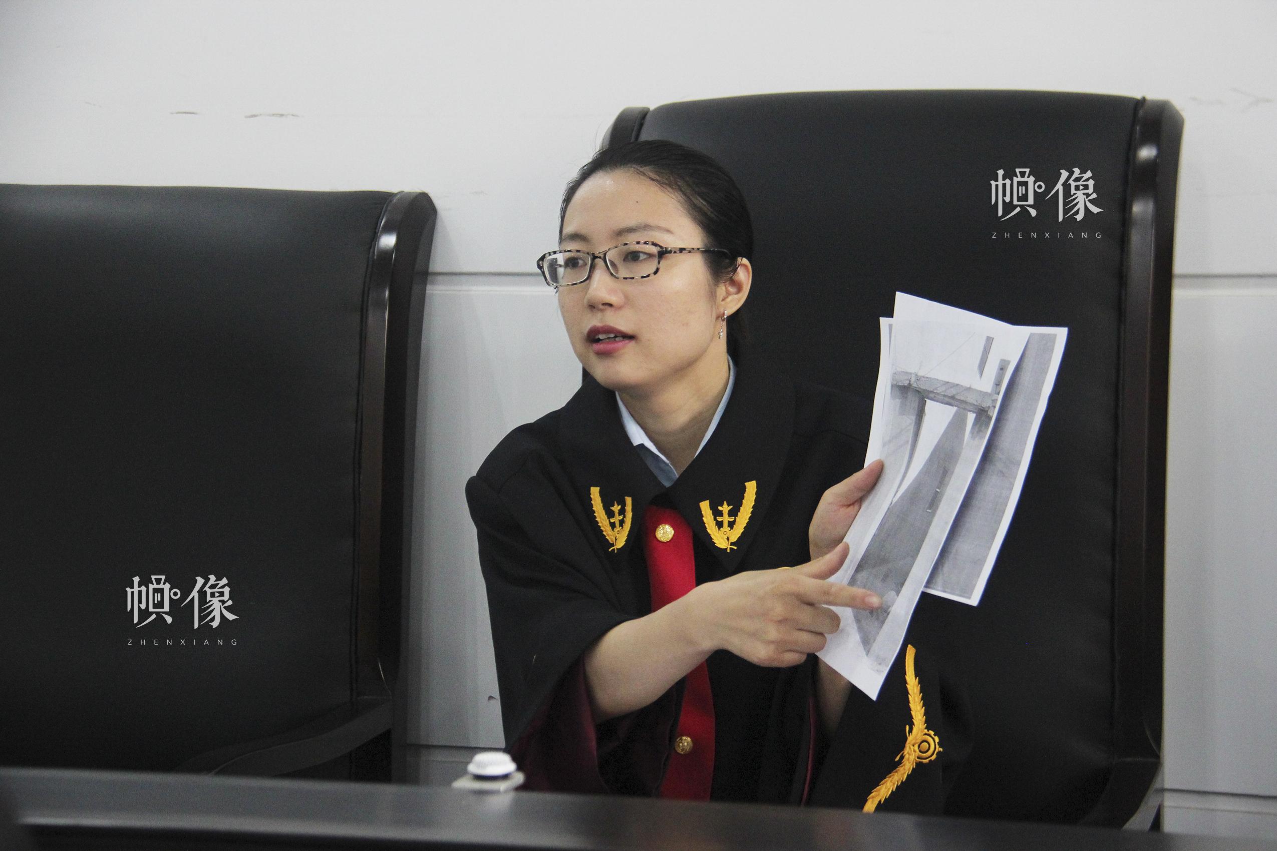 苏晓,1999年起接受春蕾计划资助,现任南京市浦口区人民法院永宁法庭审判员。中国儿基会供图