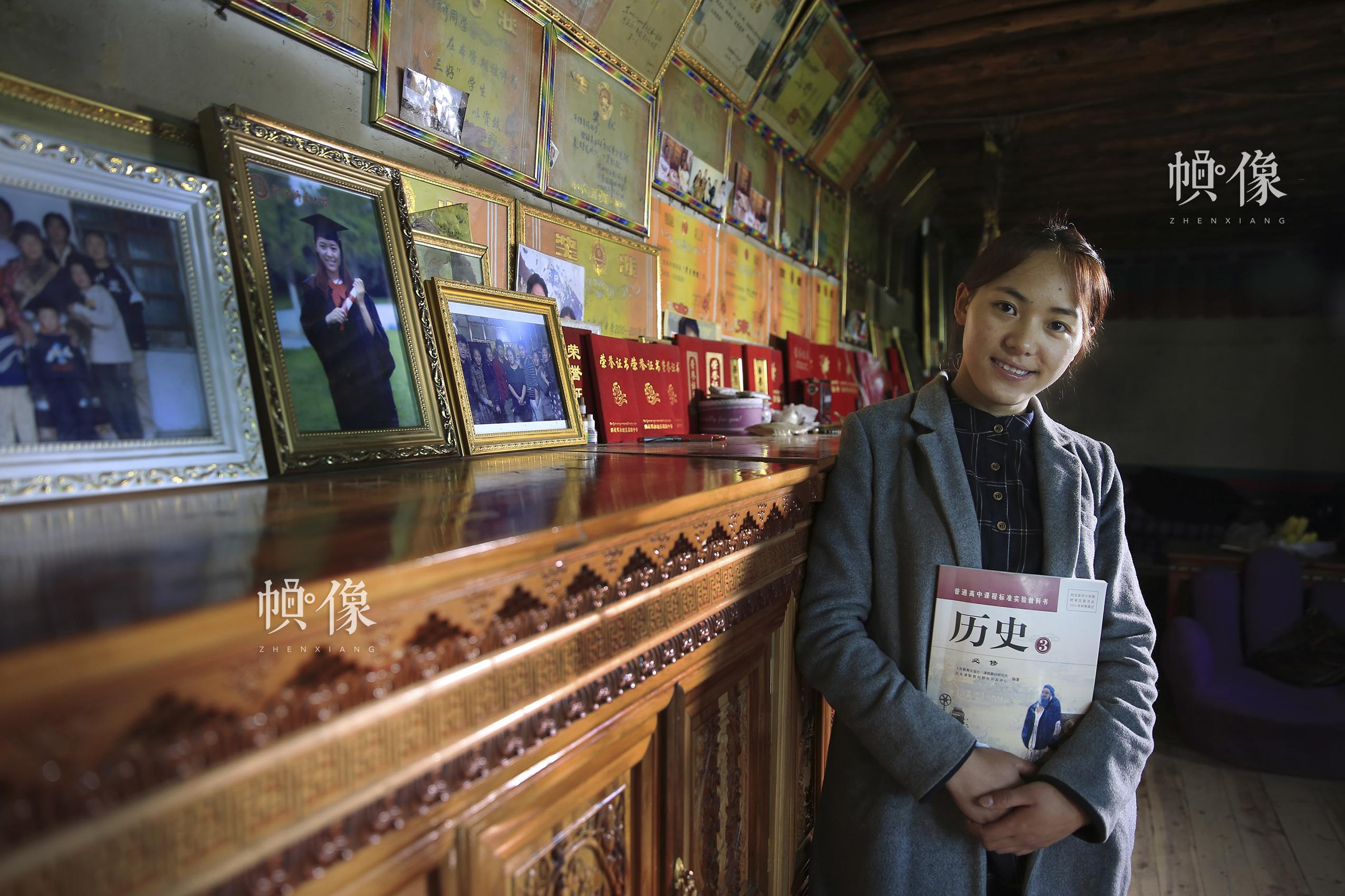 乌珠旺姆,1992年出生于西藏那曲地区,2003年在春蕾计划资助下完成高中、大学学业,现任那曲地区高级中学教师。中国儿基会供图