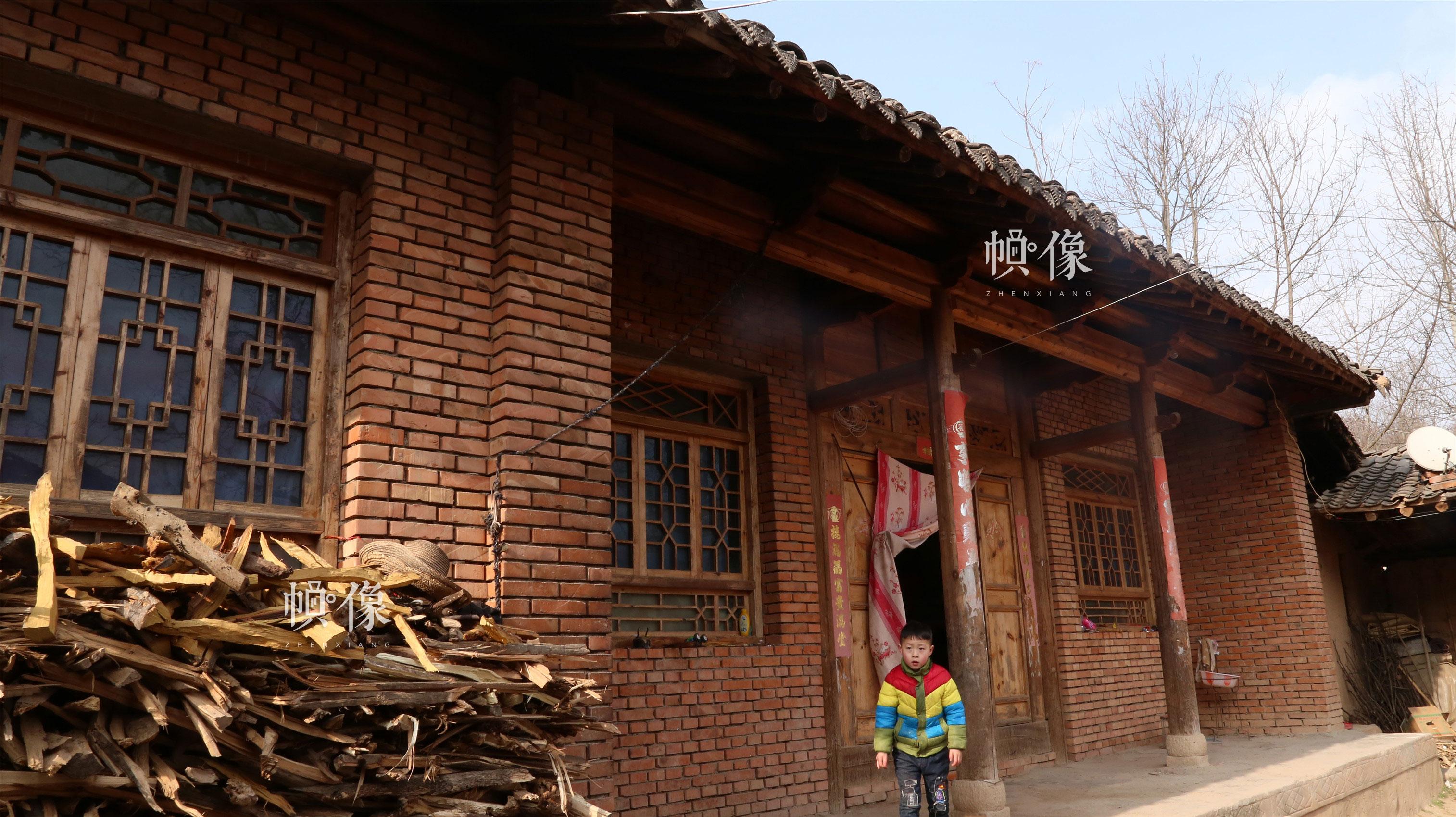 2018年1月22日,甘肃省陇南市西和县,听障儿童家庭住的院子。中国网实习记者 朱珊杉 摄