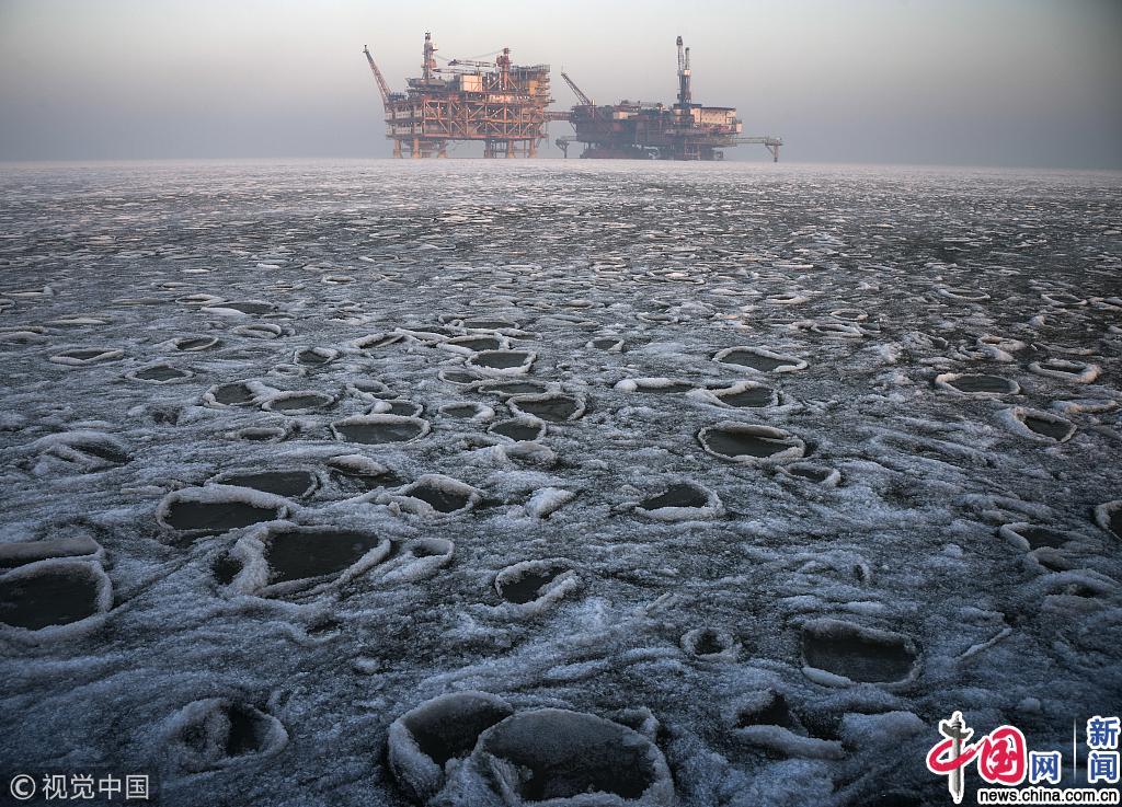 """中国最北海上油田""""抗冰"""""""