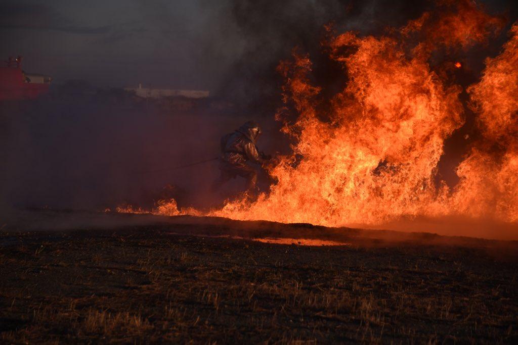 日本航空自卫队飞机救援消防演练火光冲天 图