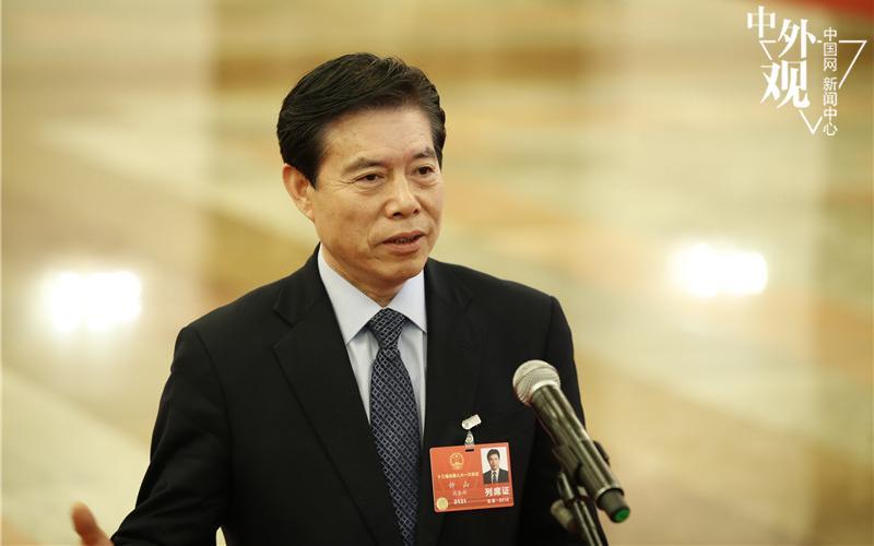 商务部部长钟山回答中国网记者提问.中国网记者 杨佳 摄影-中国经济
