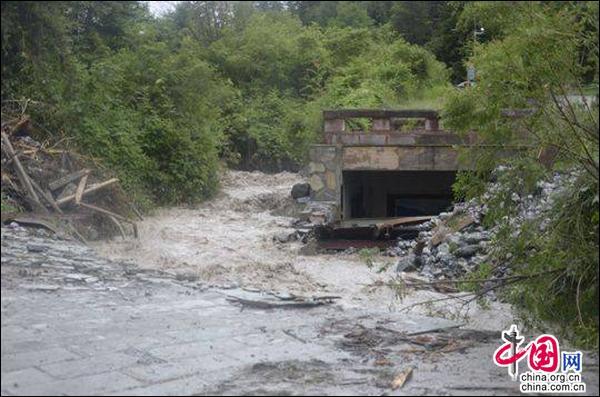 强降雨致九寨沟景区多处发生灾害 暂无人员伤亡