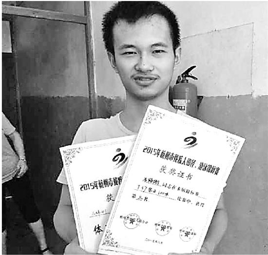 脑瘫少年高考超过一段线47分 赴北京求学