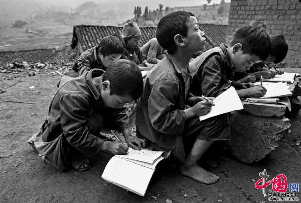 """改革开放40年:""""希望工程""""知识改变命运"""