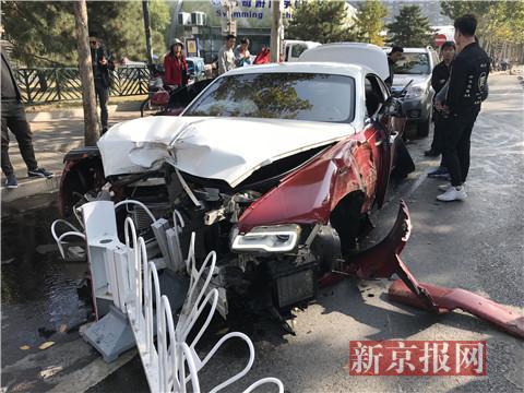 单方肇事事故_北京一劳斯莱斯撞护栏损毁严重:交管部门认定属于单方事故