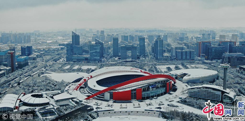 南京迎来大雪天气 城市银装素裹风景如画