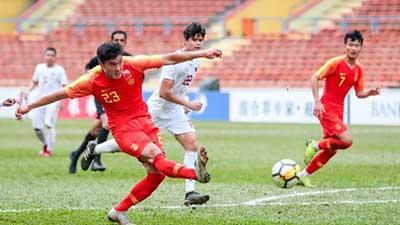 奥预赛:胡靖航造3球张玉宁双响 国奥8-0菲律宾 詹韦