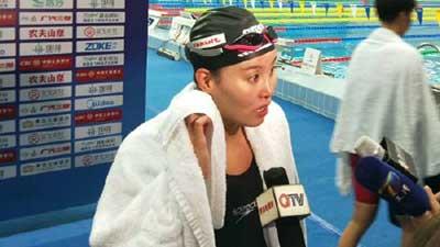 冠军赛:傅园慧排名第一晋级50米仰泳决赛 艾弗森名人堂演讲