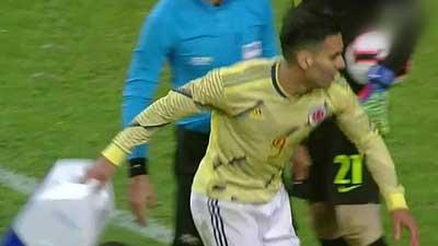 不满韩国球员拖延时间 法尔考怒摔对手医疗箱 小牛 凯尔特人