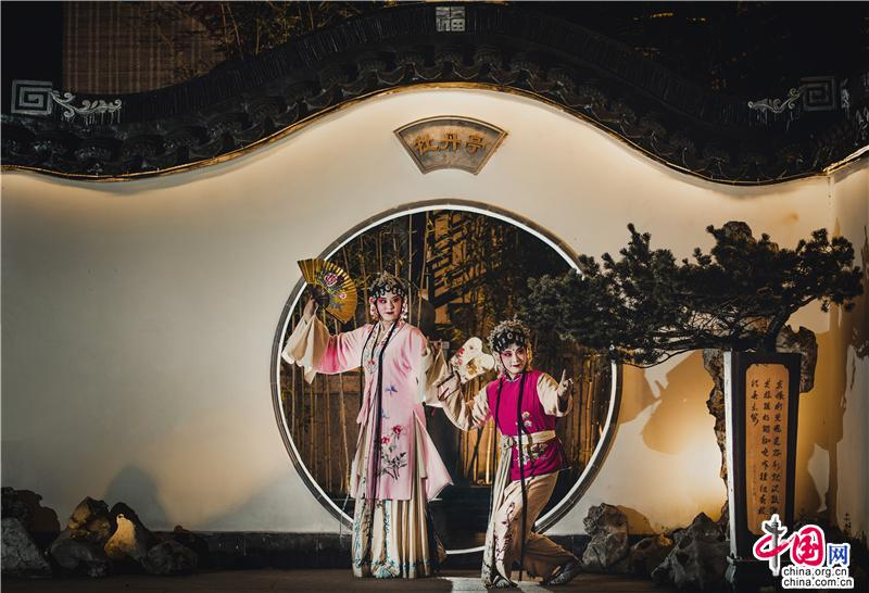 船桨荡漾水乡文脉 灯影演绎周庄夜色_旅游中国_中国网_中国旅游外宣第一品牌