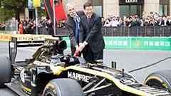 F1赛车首次飞驰上海街头 庆祝F1第1000站 科比落泪