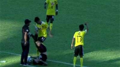 亚协杯现争议犯规 卡雅队后卫猛踢倒地球员腹部 中国斯诺克女裁判