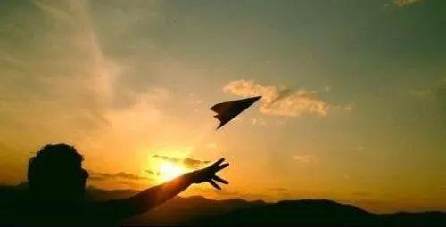 纸飞机达人聚会  技巧与创意齐飞 新浪范特西篮球经理