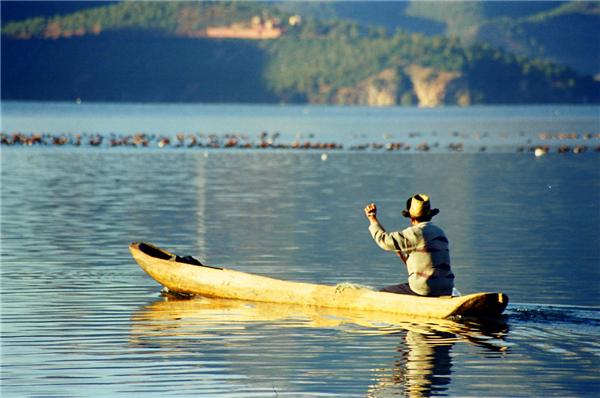 仙境般的泸沽湖 五月必去打卡之地(组图)