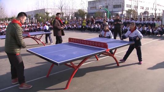 砂板乒乓球世界冠军走进聋哑学校 王子豪