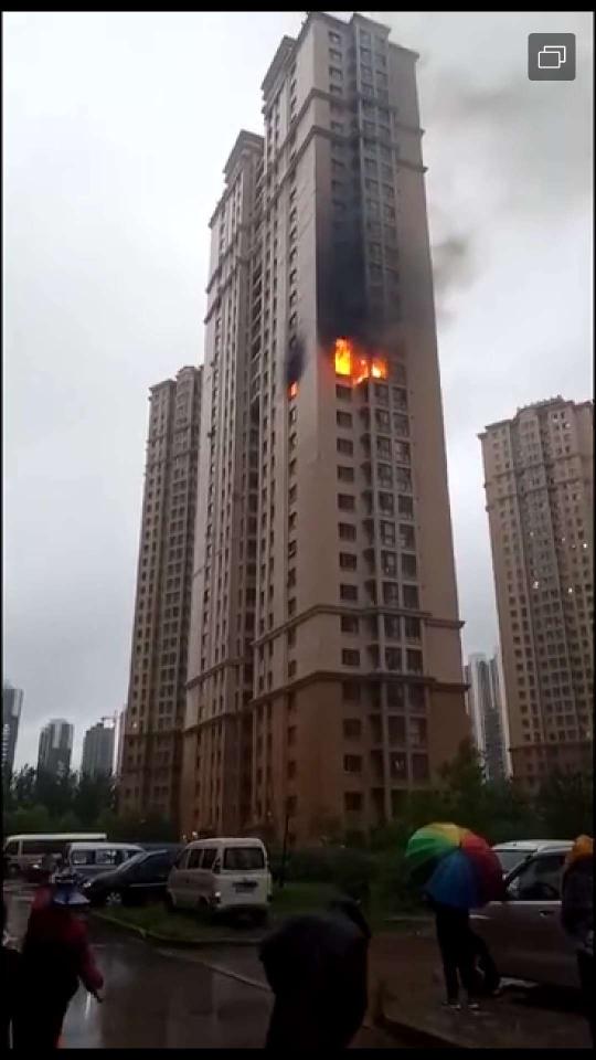 哈尔滨一高层住宅爆炸致两人死亡 居民称消防栓无水带