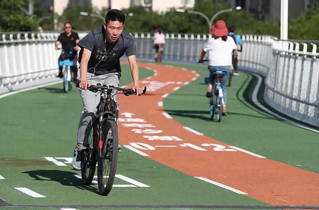 北京首条自行车专用路开通