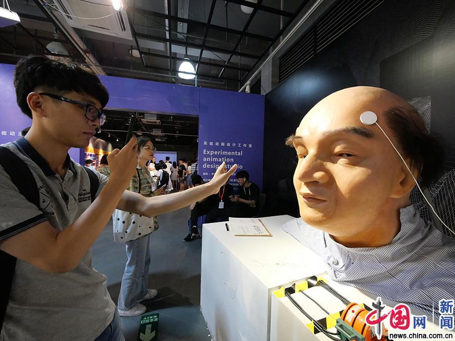 广州美术学院毕业展现场 创意作品亮相