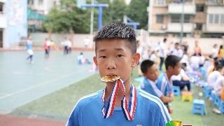 """小学生踢出""""世界波""""走红  梦想成为职业球员 2011美网"""