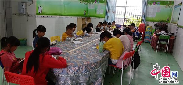 湖南邵阳:将书屋打造成爱心样板 助力公益扶贫行动