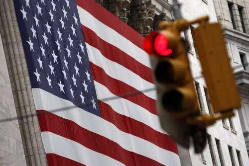 经贸摩擦如何导致美国经济衰退 天津爆炸现场视频