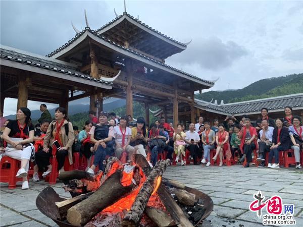 湖南綏寧:抱團做香