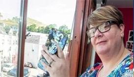 太惊险:女子拍摄闪电被击中  橡皮手机套救了她一命  预防雷电小常识 中国知识产权