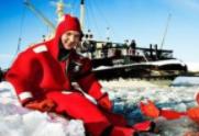 """芬兰探险者乘自制浴缸船海上""""漂流"""" 天宫一号与神十对接"""