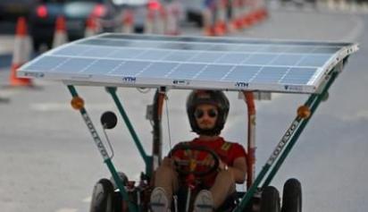 来塞浦路斯看太阳能车赛 宇航员拍喜马拉雅