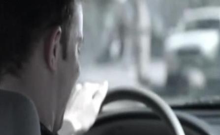 澳大利亚将重罚驾车时用手机 国际新闻视频