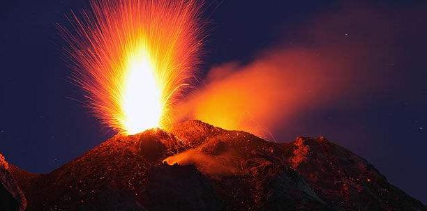 意大利:斯特隆博利岛火山喷发  一名游客身亡 吉林龙卷风