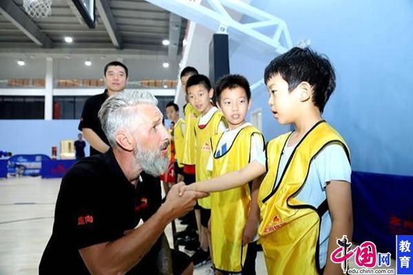 小篮球有大梦想!暑期篮球训练营一起追逐篮球梦