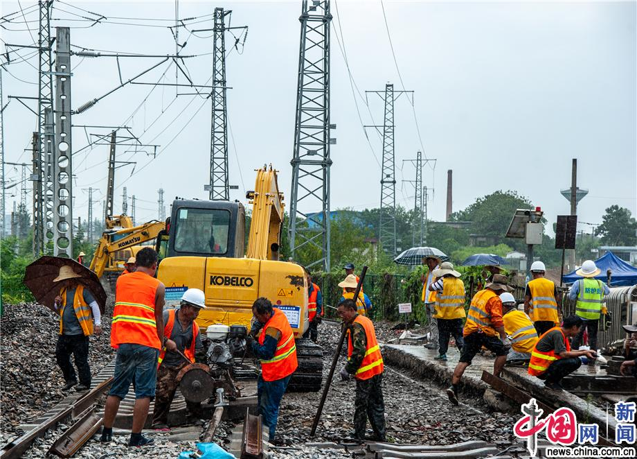 阜阳北站扩能工程上下行交换场顺利开通