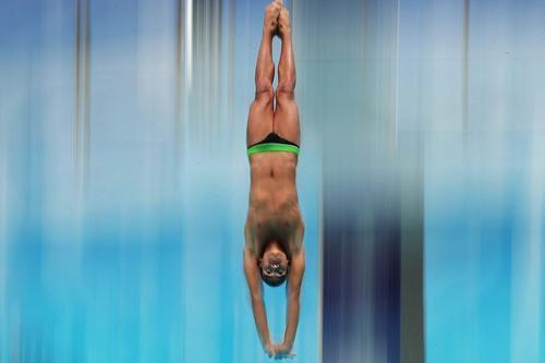 加里・亨特夺得男子高台跳水27米比赛冠军 nba档案解密27期